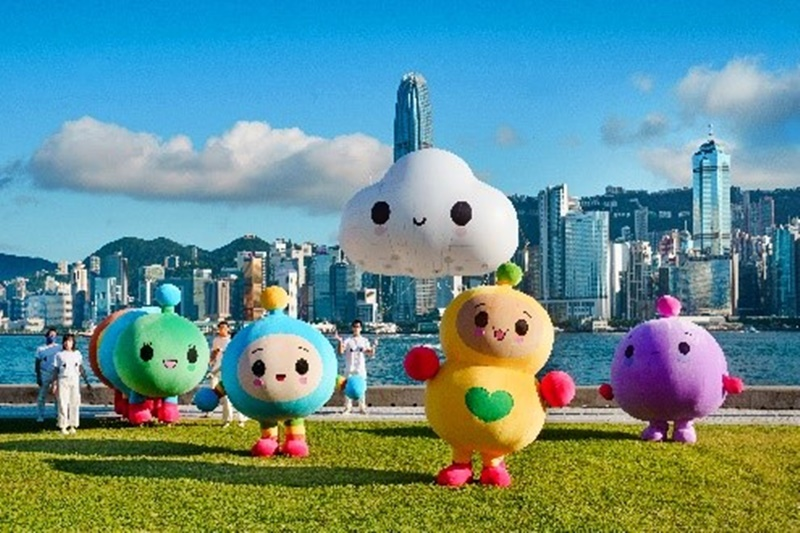 international-pop-art-duo-friendswithyou-giant-characters-spread-love-and-fun-across-hong-kong